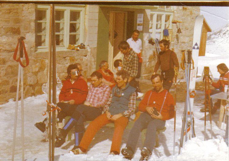 Пред хижа Мусала ски курс за каране на скви в необработени терени