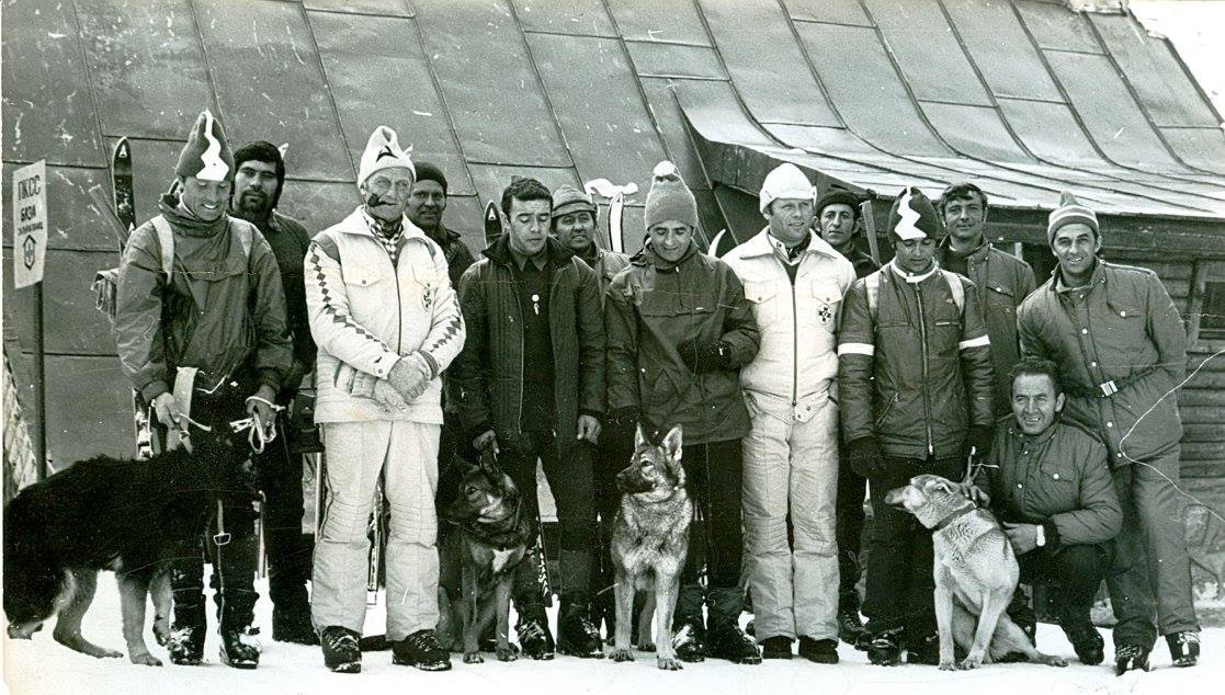 Пред база Алеко първият курс за спасителни кучета инструктори са австрийци, с белите екипи